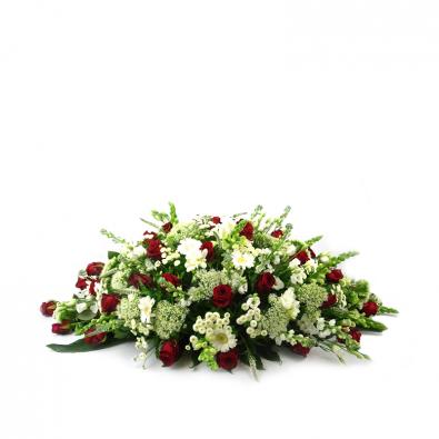 Ovaal rouwstuk met rode en witte rozen