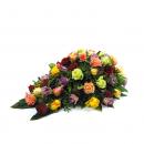 Rouwstuk in druppelvorm - gemengde rozen