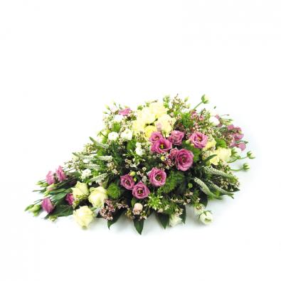 Creatief rouwstuk met veldbloemen