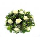 Biedermeier rouwarrangement met witte rozen