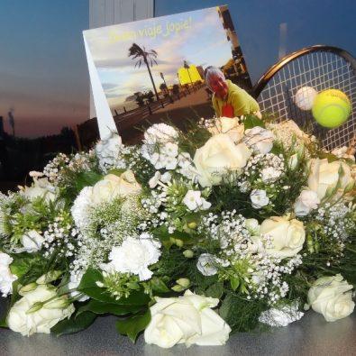 Persoonlijk rouwstuk met tennisracket