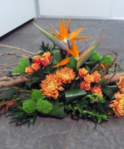 Duoplant - Creatief gestoken rouwstuk met seringentak