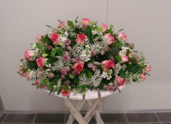 Rouwstuk ovaal gemengd met rozen - duoplant
