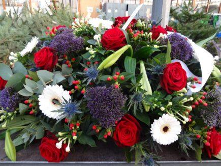 Ovaal rouwstuk met gemengde bloemen - Duoplant