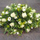 Rouwstuk in druppelvorm met witte rozen - Duoplant