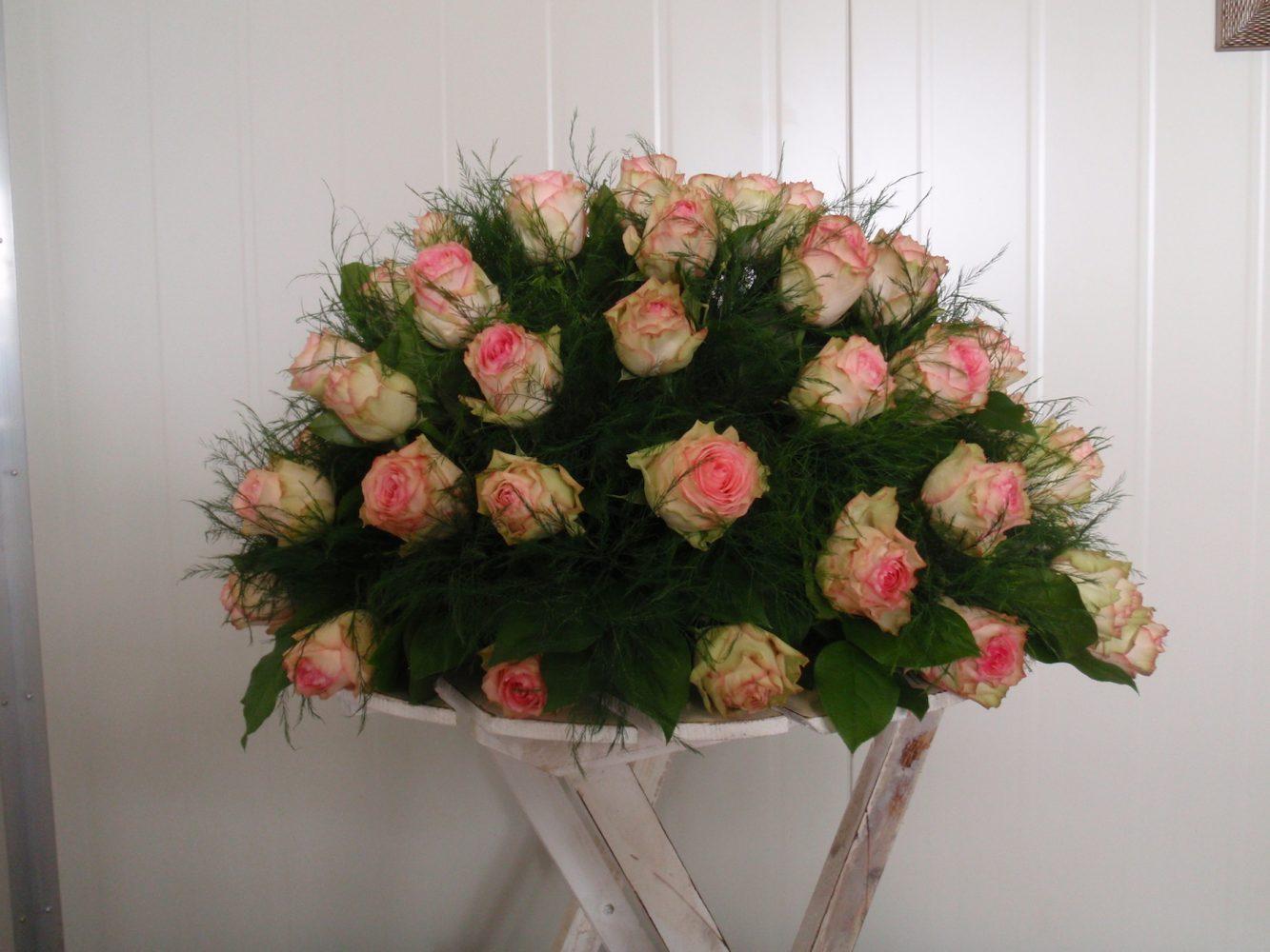 Biedermeier rouwstuk met rozen - Duoplant