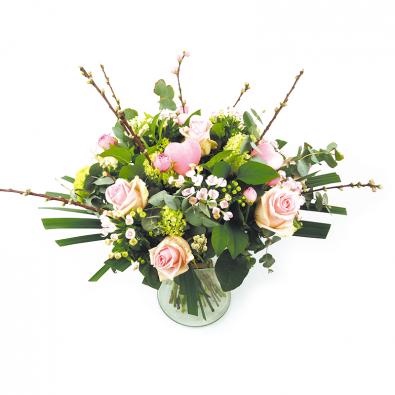 Valentijnsboeket roze met voorjaarstakken