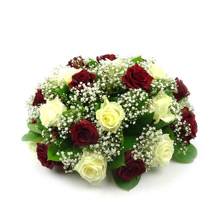 Duoplant - Biedermeijer rouwstuk met rode en witte rozen
